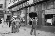 Berăria Potcoava de Aur, 1956.   La intersecția Căii Rahovei cu str. 30 Decembrie (actuala intersecție Șelari-Franceză) se afla berăria Potcoava de Aur, un loc extrem de frecventat pe vremea caniculară. Unele geamuri ale berăriei fuseseră scoase, din cauza căldurii, nu existau aparate de aer condiționat pe atunci.