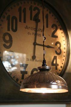Antiquité du Paris - Old Clock