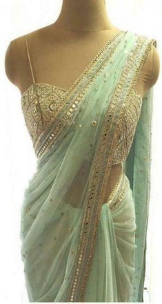Dress Indian Style, Indian Fashion Dresses, Indian Designer Outfits, Fashion Outfits, Saree Designs Party Wear, Party Wear Sarees, Mirror Work Saree, Mode Lookbook, Sarees For Girls