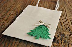 bolsas de regalo de Navidad blanco envasado por oscarandollie, $15.00