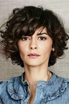 Looking for the best way to bob hairstyles 2019 to get new bob look hair ? It's a great idea to have bob hairstyle for women and girls who have hairstyle way. You can get adorable and stunning look with… Continue Reading → Long Curly Hair, Curly Hair Styles, Natural Hair Styles, Curly Bangs, Curly Bob Hairstyles, Easy Hairstyles, Hairstyle Short, Bob Braun, Womens Wigs