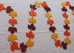 This Quick Fall Leaf Garland is one of those fall paper craft ideas that you can make in no time! If Thanksgiving snuck up on you this year, no need to panic. Garlands are a quick and easy DIY fall decoration to make. Fall Paper Crafts, Autumn Crafts, Thanksgiving Crafts, Felt Crafts, Diy Crafts, Paper Crafting, Bunting, Fall Leaf Garland, Felt Sheets
