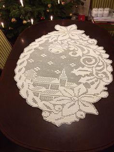 Best 12 Scheme to realize the crochet filet runner – SkillOfKing. Free Crochet Doily Patterns, Crochet Placemats, Filet Crochet Charts, Crochet Doilies, Thread Crochet, Crochet Yarn, Crochet Christmas Decorations, Christmas Ornaments, Creative Christmas Trees