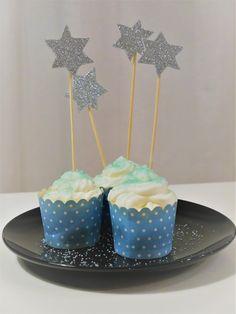 Tällä kertaa kokeilussa sokerista tehty syötävä glitter. Todella helppo ja kaunis koriste esimerkiksi muffinsien, kakkujen ...