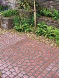 DIY Garden Path Ideas With Tutorials Garden Paving Stones Smalltowndjs with ucwords] Garden Paving, Garden Stones, Garden Paths, Small Patio Design, Garden Works, Rustic Patio, Paved Patio, Paving Stones, Bradstone Paving