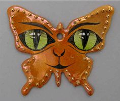 Handpainted by Peter Faust 🇨🇭 on 0104 - Papillon Chikae by Bijoux de Passy Limoges, Cool Paintings, Alphabet, Creations, Brooch, Hand Painted, Christmas Ornaments, Holiday Decor, Diy