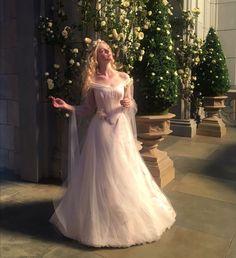 Beautiful Elle Fanning as Princess Aurora. Sleeping Beauty Dress, Sleeping Beauty Wedding, Elle Fanning Maleficent, Maleficent 2, Pretty Dresses, Beautiful Dresses, Mein Style, Wedding Movies, Movie Wedding Dresses