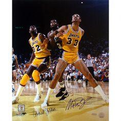 Kareem Abdul-Jabbar and Magic Johnson Los Angeles Lakers - Box Out - Autographed Photograph Basketball Skills, Basketball Teams, Basketball History, Basketball Legends, Milwaukee Bucks, Lakers Vs Celtics, Boston Celtics, Showtime Lakers, Brave