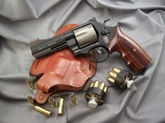 Smith Don't underestimate the revolver! Survival Essentials, Survival Gadgets, Survival Tools, Survival Hacks, Weapons Guns, Guns And Ammo, Rifles, Smith And Wesson Revolvers, Smith Wesson