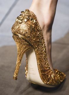 It's my favorite heels in my life in Dolce & Gabbana but I didn't get it. Because I was too young at that time