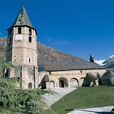 Sant Andreu de Salardú. V'al d'Aran. Lleida. España Places In Spain, Mansions, House Styles, Building, Travel, Home, Geo, Club, Holidays