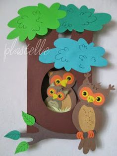 Owls and autumn decorations made of leaves, twigs and paper mesh in the shape of a wreath are further suggestions . Foam Crafts, Diy Arts And Crafts, Diy Crafts, Art Wall Kids, Art For Kids, Crafts For Kids, Board Decoration, Class Decoration, Paper Mesh