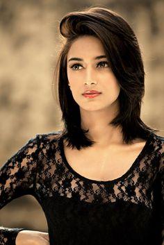 Erica Fernandes Biography| Wiki| Boyfriend| Age| Movies| Profile| Figure| Marriage Photos| Career