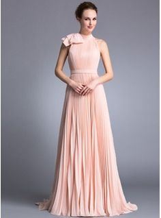 Evening Dresses - $145.99 - A-Line/Princess Scoop Neck Sweep Train Chiffon Evening Dress With Ruffle Bow(s)  http://www.dressfirst.com/A-Line-Princess-Scoop-Neck-Sweep-Train-Chiffon-Evening-Dress-With-Ruffle-Bow-S-017042840-g42840  Prachtig in een donkere kleur!
