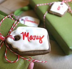 LOVE these Homemade CHRISTMAS COOKIE GIFT TAGS! This is so simple, yet so personal and fun! :)