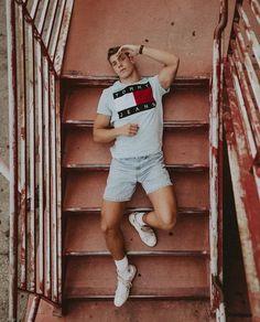 Derek Chadwick in jeans Portrait Photography Men, Photography Poses For Men, Fashion Photography, Urban Fashion, Mens Fashion, Mens Photoshoot Poses, Mode Man, Male Models Poses, Foto Casual