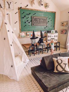 Easy Halloween Home Decor Ideas - Life by Leanna Modern Halloween Decor, Easy Halloween Decorations, Classy Halloween, Happy Halloween, Playroom Storage, Playroom Decor, Playroom Ideas, Bedroom Decor, Fall Home Decor
