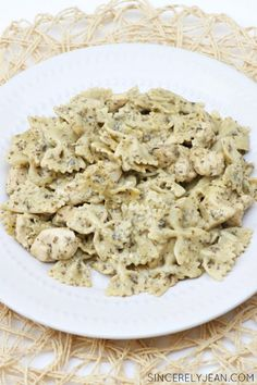 5 Ingredient Pesto Chicken Bow Tie Pasta - quick and easy dinner recipe! | www.sincerelyjean.com-
