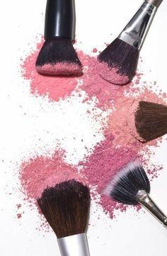 Trendy Makeup Brushes Illustration Make Up Farmasi Cosmetics, It Cosmetics Brushes, Makeup Brushes, Cosmetic Brushes, Makeup Tools, Makeup Backgrounds, Makeup Wallpapers, Beauty Art, Beauty Makeup