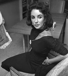 Elizabeth Taylor. What an incredibly modern neckline!