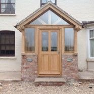 Com entrance porch design Porch Uk, Front Door Porch, Cottage Porch, Porch Doors, Front Porch Design, House With Porch, House Front, Garage Design, Oak Front Door