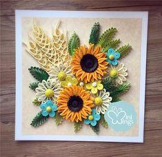 Si tratta di ununica foto incorniciata che presenta splendidi fiori quilled, che è fatto da mia figlia di 8 anni e I.We osservare la natura soprattutto diversi tipi di fiori insieme, la ricerca di alcune buone immagini online per rendere la nostra propria carta quilling design. È davvero