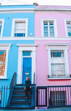 The coloured houses of Portobello Road, London. Not sure how to spend 2 days in London? This London itinerary is just what you've been looking for. Discover all the best things to do in London in 2 days. London Instagram, Best Instagram Photos, Fotos Do Instagram, Photo Instagram, London Pictures, London Photos, Highgate Cemetery, London Places, Things To Do In London