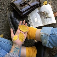 yellow, aesthetic, and grunge Grunge Look, Soft Grunge, Grunge Style, Pastel Grunge, Art Hoe Aesthetic, Aesthetic Yellow, Aesthetic Colors, Aesthetic Tattoo, Simple Aesthetic