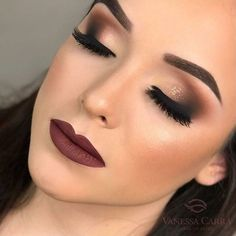 46 Amazing Party Makeup Looks to Try this Holiday Season Holiday makeup looks; promo makeup looks; wedding makeup looks; makeup looks for brown eyes; glam makeup looks. Party Makeup Looks, Holiday Makeup Looks, Glam Makeup Look, Wedding Makeup Looks, Gorgeous Makeup, Bridal Makeup, Burgundy Makeup Look, Burgundy Lipstick, Dark Lipstick