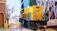 Locomotora diesel TECSA. Escala H0.  Imágenes de la locomotora diesel 318 de la compañía privada TECSA estacionada en vía muerta.