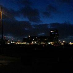 Hamburg an einem Sturmabend.
