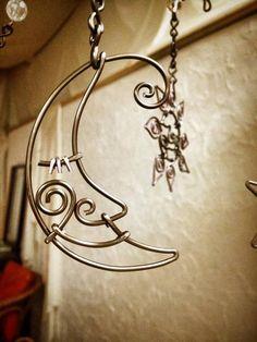 宮崎市ワイヤークラフト教室「はりがね屋ホショ。」:ワイヤークラフト作品 Wire Art Sculpture, Sculptures, Wire Crafts, Fun Crafts, Wire Wrapped Jewelry, Wire Jewelry, Copper Wire Art, Wire Jig, Wire Ornaments