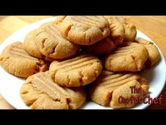 3 Ingredient Peanut Butter Cookies is an amazingly simple cookie recipe that anyone can make. Peanut Butter, sugar and an egg are combined then formed into cook One Pot Chef, Bacon Cookies, Healthy Peanut Butter Cookies, Chef Cookbook, Natural Peanut Butter, Easy Cookie Recipes, Dessert Recipes, 3 Ingredients, Cooking Recipes