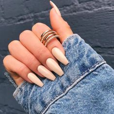 Beige Nägel Must Try Beige Nails Beige Nails + # beige . Cute Acrylic Nails, Acrylic Nail Designs, Ongles Beiges, Hair And Nails, My Nails, Fancy Nails, Nagel Gel, Nude Nails, Coffin Nails