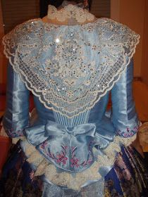 ENTRE TELAS: CORPIÑOS Vestidos Vintage, Vintage Dresses, Edwardian Clothing, Textiles, Marie Antoinette, Creative Inspiration, Dressing, Ruffle Blouse, Gowns
