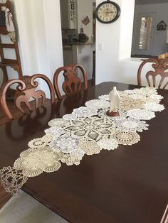This is a great runner love the width. Doilies Crafts, Lace Doilies, Crochet Doilies, Fabric Crafts, Sewing Crafts, Diy Crochet Tablecloth, Crochet Projects, Sewing Projects, Doily Art