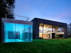 The zombie proof house when the zombies aren't around. Home Design, Modern House Design, Home Interior Design, Design Ideas, Design Homes, Urban Design, Design Art, Architecture Classique, Modern Architecture