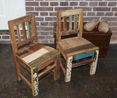 Kinderstoeltjes van sloophout. Gemaakt van teakhout en afkomstig van haveli's (huizen) in India. Diverse kleuren.