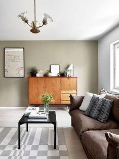 Lapsiperheen tehorivari! Nerokas pohjaratkaisu korvasi puuttuvat neliöt - Deko Living Room, Table, Furniture, Home Decor, Deco, Decoration Home, Room Decor, Home Living Room, Tables