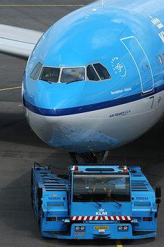 "KLM Airbus A330-203 PH-AOF ""Senaatintori - Helsinki"""