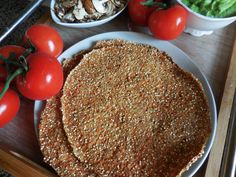 Gekeimte Quinoa-Fladen Are we actually known for our super great bread substitute recipes? If not, then it will be time! One should not praise oneself, but the creation of new bread substitutes … Delicious Vegan Recipes, Raw Food Recipes, Vegan Cru, Easy Vegan Chili, Bread Replacement, Quinoa Pancakes, Veggie Fritters, Vegan Peanut Butter Cookies, Bread Substitute