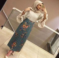 Pinterest: just4girls Street Hijab Fashion, Abaya Fashion, Muslim Fashion, Modest Fashion, Eid Outfits, Modest Outfits, Skirt Outfits, Fashion Outfits, Hijab Outfit