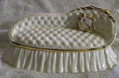 "Vintage White and Gold 1952 Trinket Box Sofa Mallory Ceramic Studio Jamar Original - 10"" Mallory Ceramic Studio Original http://www.amazon.com/dp/B017ONBH48/ref=cm_sw_r_pi_dp_Ofxpwb1QXBT3Y"