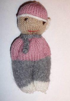 Petite poupée en laine tricotée main : Jeux, jouets par laine-creation-bois