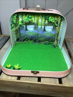 My children would have loved this when they were young Modern Dollhouse, Diy Dollhouse, Dollhouse Furniture, Dollhouse Miniatures, Diy Resin Crafts, Diy Crafts For Kids, Cardboard Toys, Small World Play, Decoration Inspiration