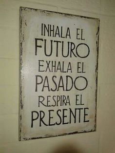 Asi es la vida sigue ... Words Quotes, Art Quotes, Qoutes, Motivational Quotes, Life Quotes, Inspirational Quotes, Sayings, Good Morning Good Night, Spanish Quotes