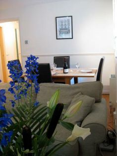 Covent Garden Loft is a one bedroom apartment which honours the beautiful area of London's West End. 1 Bedroom Apartment, One Bedroom, London Vacation Rentals, West End Theatres, Trafalgar Square, Covent Garden, Loft, Beautiful, Lofts