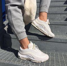 Nike Air Max Thea in white-silver/weiß-silber // Foto: gloria_m.fer  (Instagram)