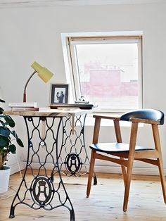 computer desk with antique sewing machine legs More DIY Desk Ideas For A Posh Home Office other Sewing Machine Desk, Treadle Sewing Machines, Antique Sewing Machines, Sewing Desk, Antique Sewing Machine Table, Sewing Tables, Sewing Spaces, Sewing Rooms, Scandinavian Desk