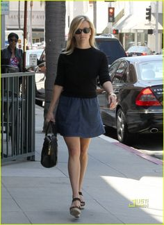 Reese Witherspoon & Ava: Out to Lunch! | reese witherspoon ava phillippe brentwood lunch 05 - Photo